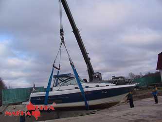 Подъём катера ленточными стропами с применением траверс